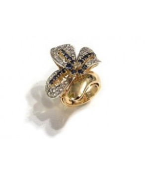 Золотое кольцо Agemina с сапфиром и коньячными бриллиантами в форме банта