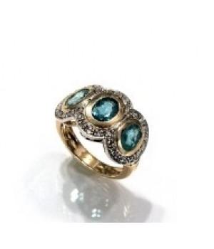 Золотое кольцо Agemina  три изумруда c коньячными бриллиантами