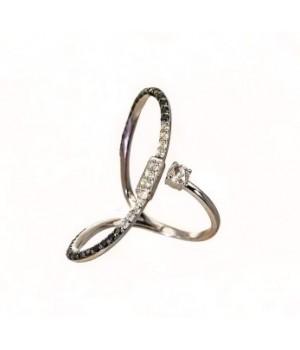 Золотое кольцо Leaderline c белыми и черными бриллиантами