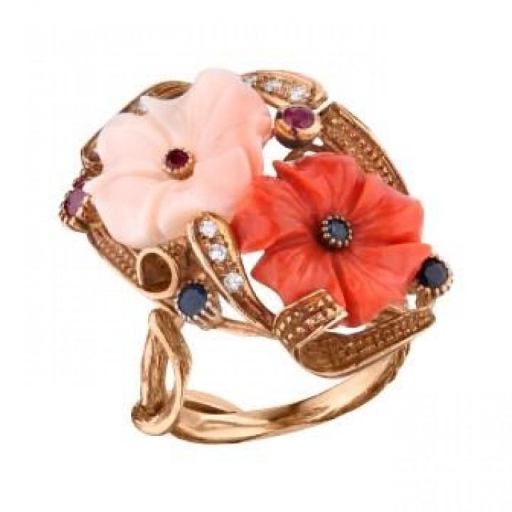 Золотое кольцо Agemina  в винтажном стиле с кораллами, рубинами, сапфирами и изумрудом.