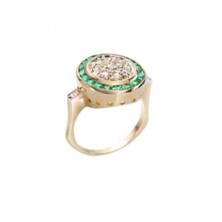 Золотое кольцо Agemina  с изумрудом и коньячными бриллиантами в винтажном стиле